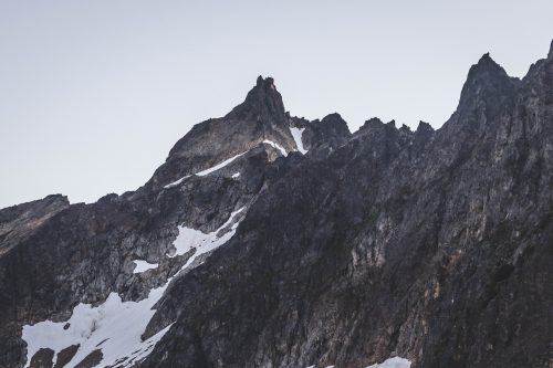 Mount Degenhardt of Picket Range in North Cascades / 德根哈特山