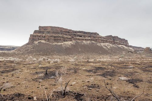 Read more about the article Monument Coulee in Dry Falls State Park / 乾瀑布州立公園裏的豐碑深谷