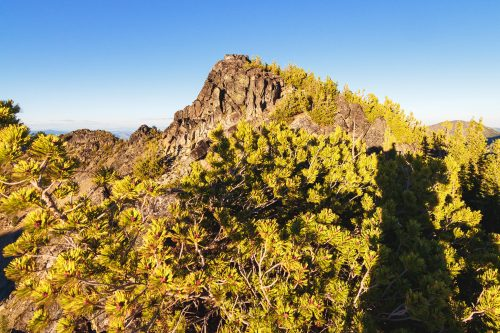 Read more about the article Sunrise Peak and Cheops on Sawtooth Ridge via Boiling Lake / 基奧普斯
